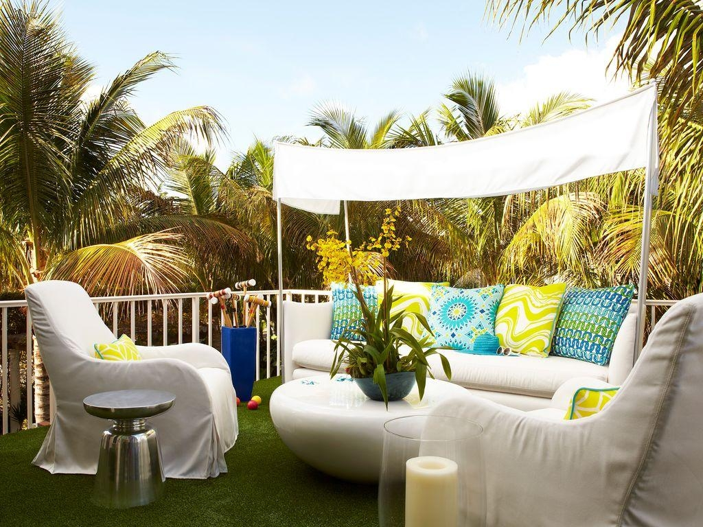 Contemporary Patio | Zillow Digs | Zillow Throughout Outdoor Sofas With Canopy (View 8 of 20)