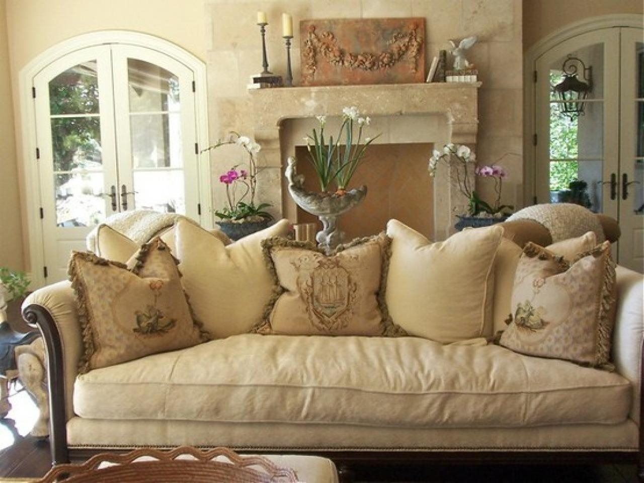 Country Style Sofas Picture : House Interior And Furniture – Devas With Country Style Sofas (View 16 of 20)
