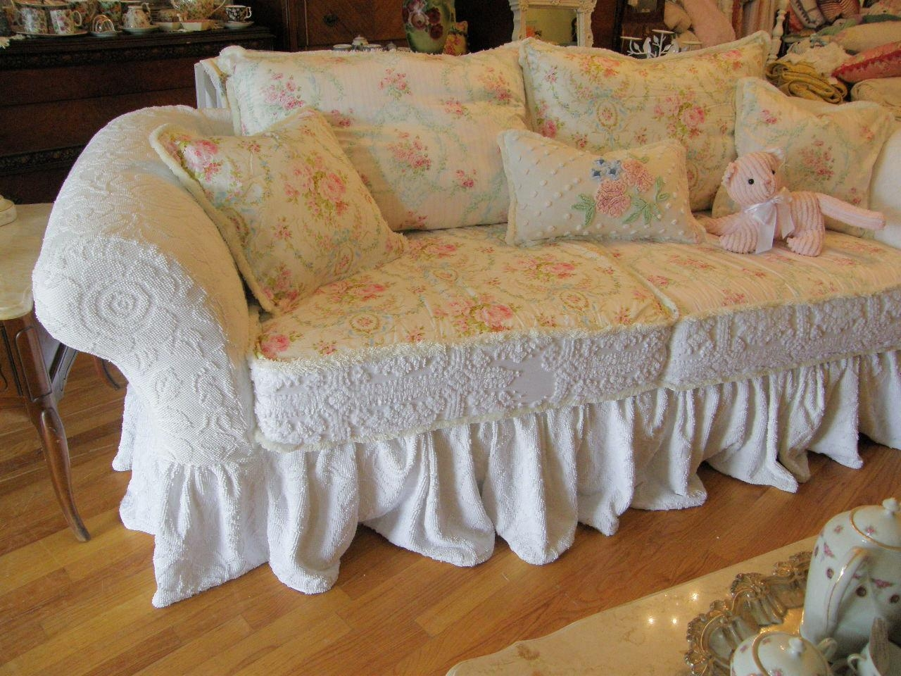 Decor: Lovely Shabby Chic Slipcovers For Enchanting Furniture In Shabby Chic Sofa (View 16 of 20)