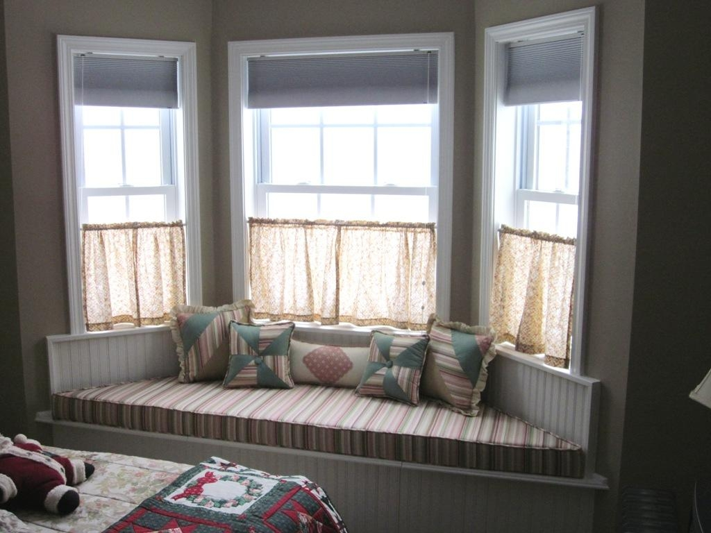 Decorating Bay Windows With Window Seats Beautiful Furniture Bay In Sofas For Bay Window (Image 9 of 20)