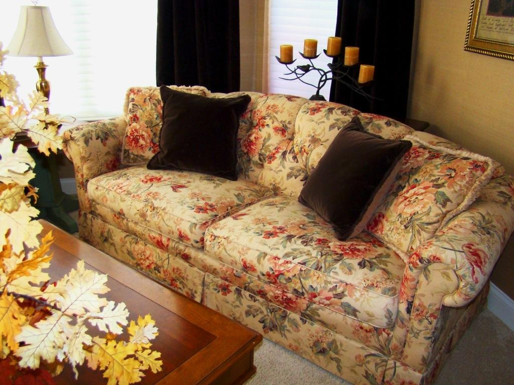Old Fashioned Flower Sofa