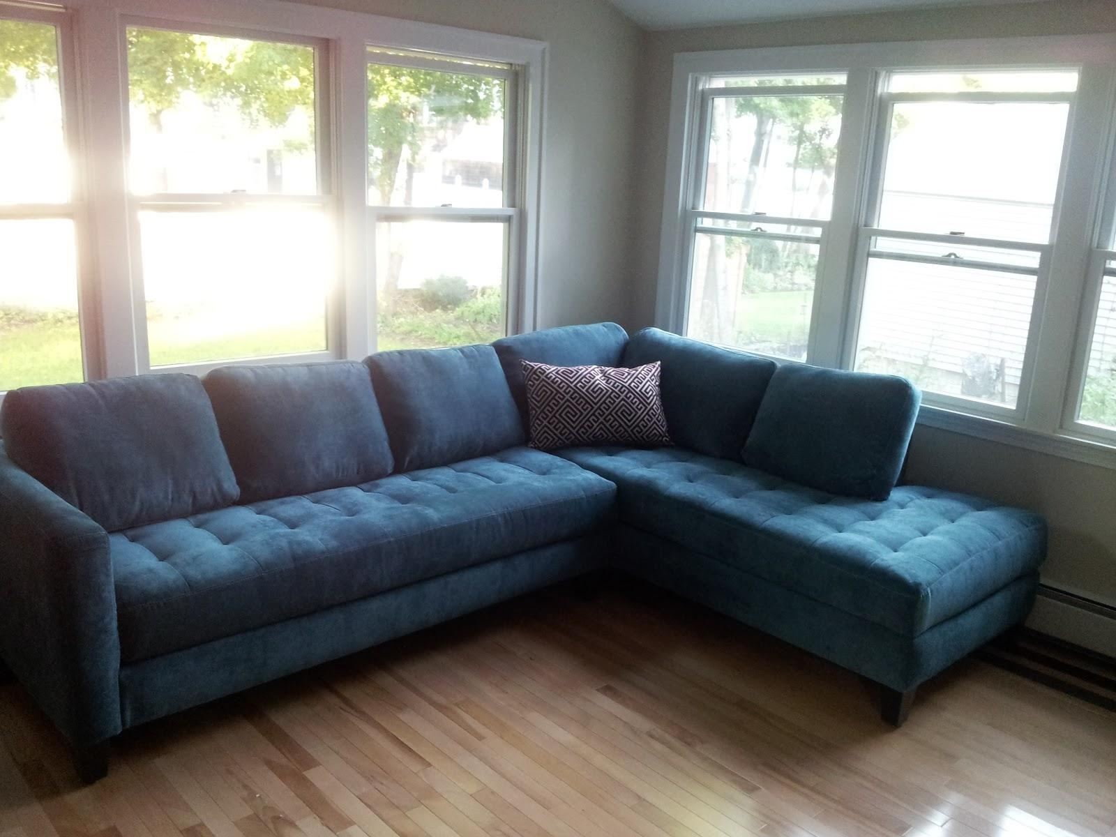 Furniture: Classic And Traditional Style Velvet Sectional Sofa For Pertaining To Tufted Sectional With Chaise (Image 7 of 20)