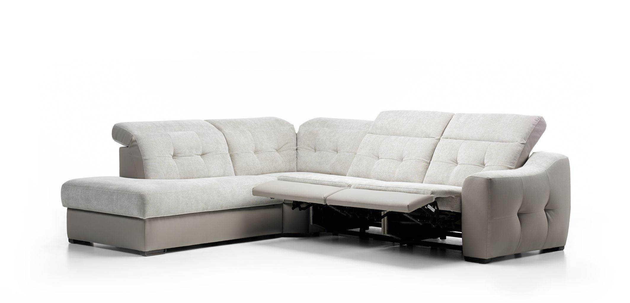 Furniture: Create Your Living Room With Cool Sectional Recliner In Modern Reclining Leather Sofas (Image 3 of 20)