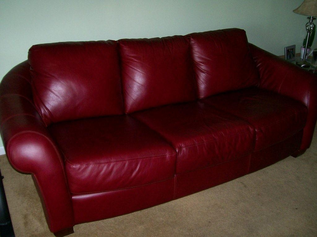 Furniture: How To Decorate Your Endearing Living Room With With Burgundy Leather Sofa Sets (View 2 of 20)