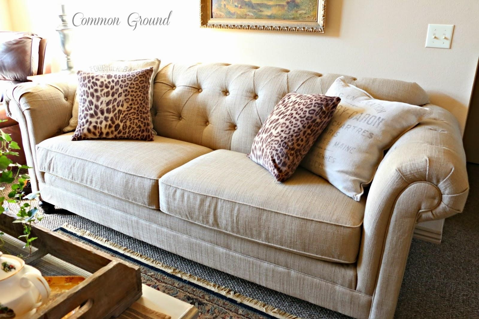 Featured Image of Gold Sectional Sofa