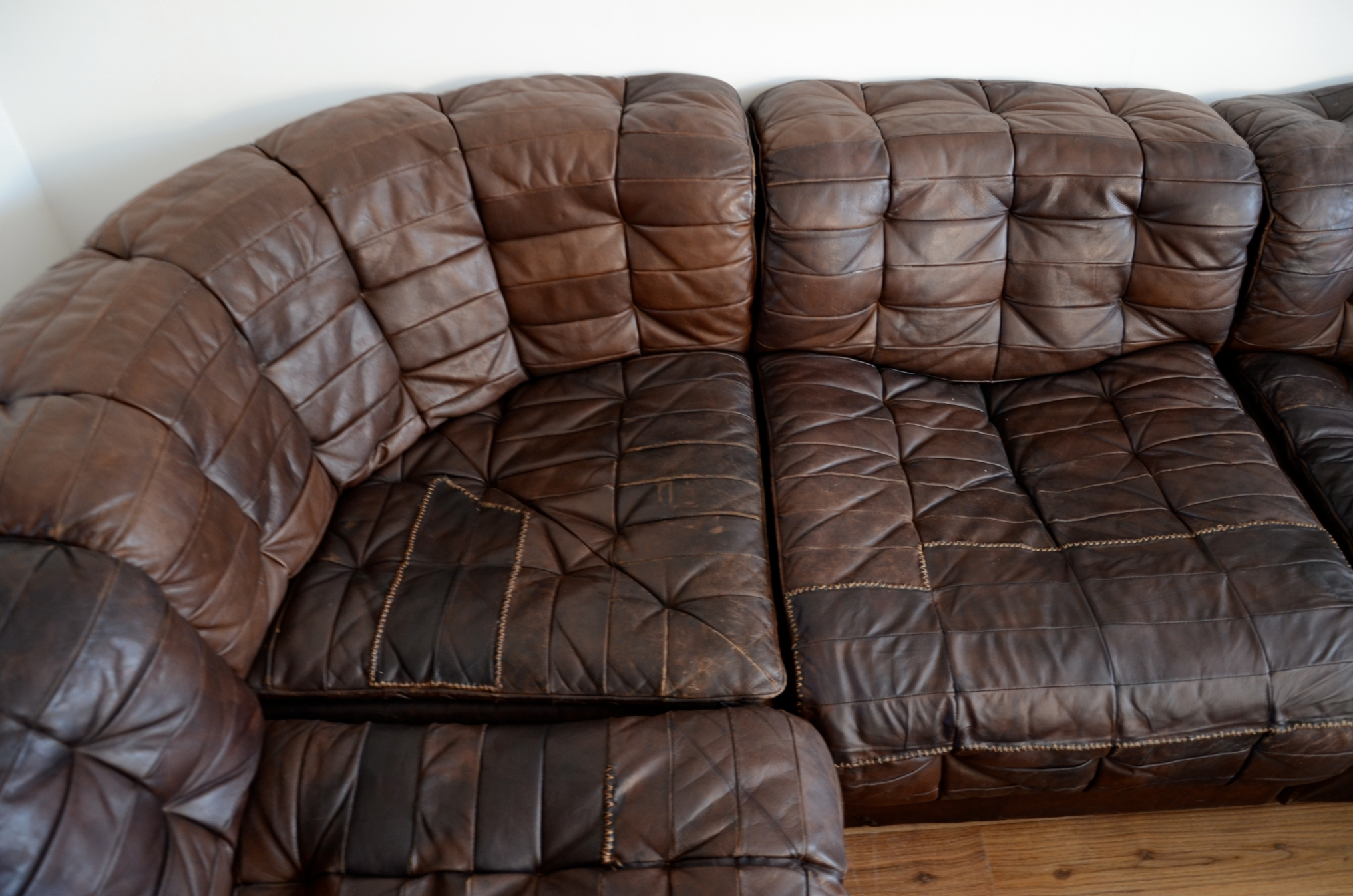 Great Vintage Leather Sofa – Myonehouse Throughout Victorian Leather Sofas (View 14 of 20)