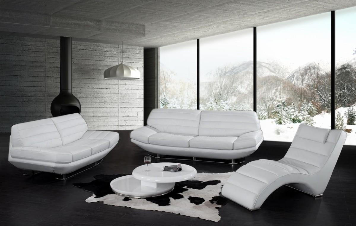 Living Room: Cozy Living Room With White Leather Sofa (View 18 of 20)