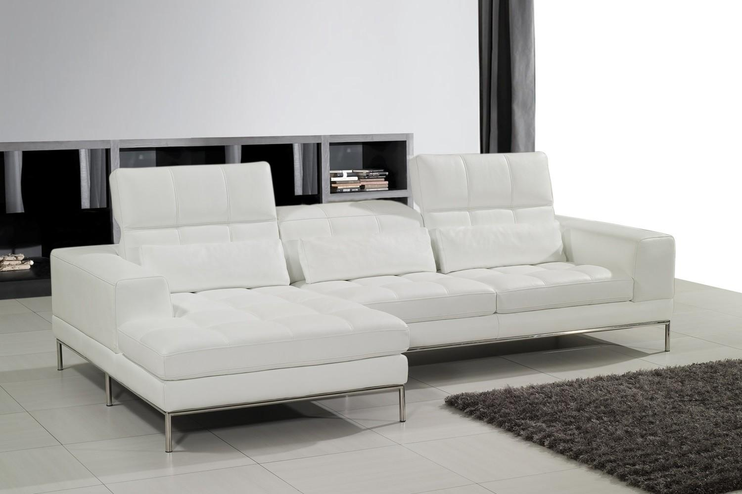 Living Room: Cozy Living Room With White Leather Sofa (View 14 of 20)