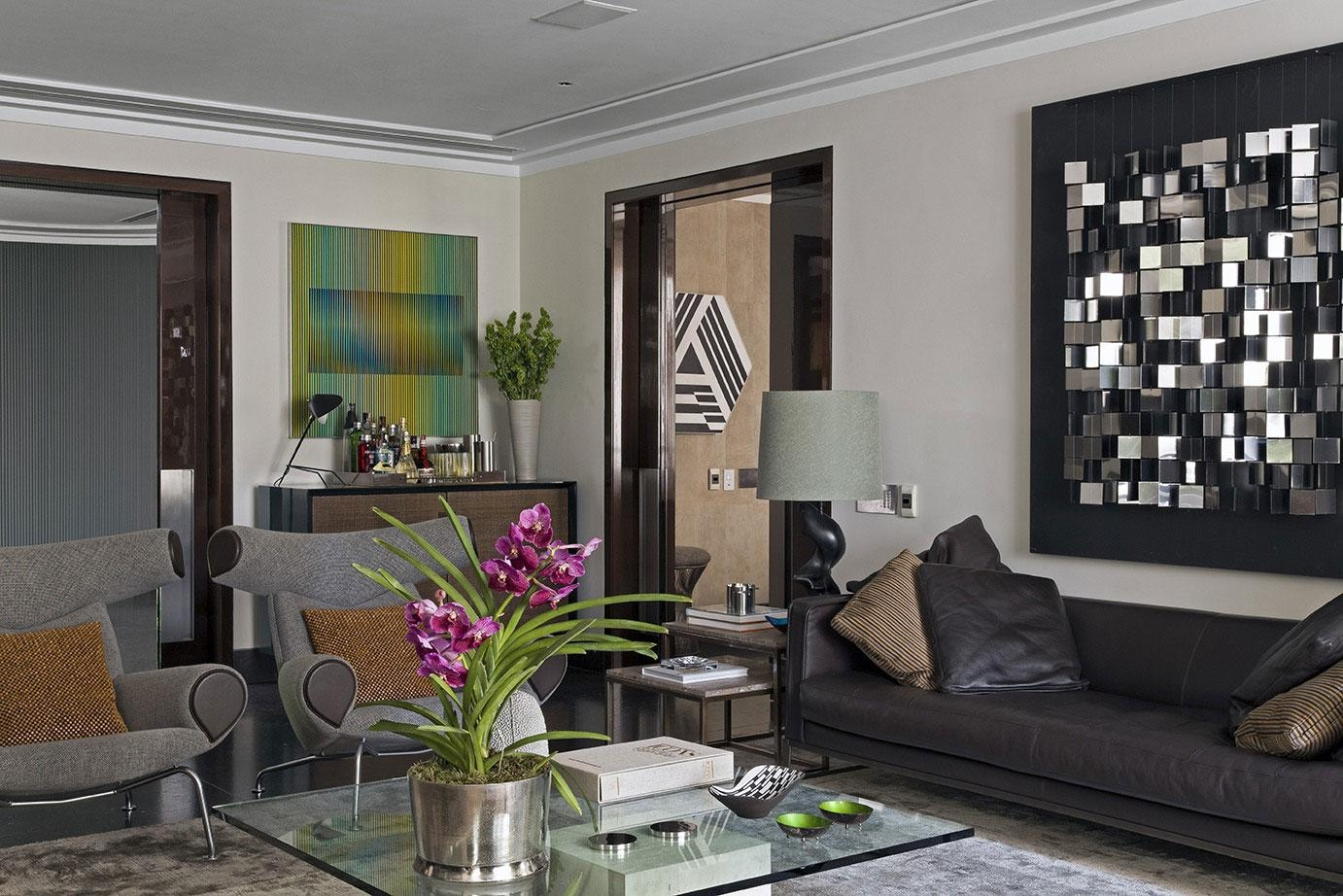Living Room Ideas For Black Leather Couches | Living Room Decoration For Black Sofas Decors (View 9 of 20)