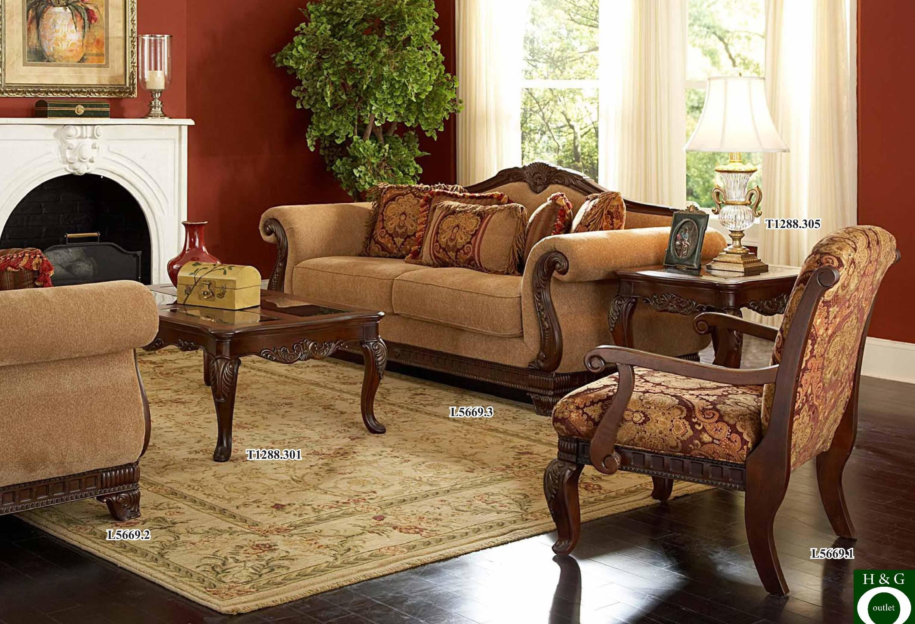 Living Room: Traditional Living Room Sofa Images (View 7 of 20)