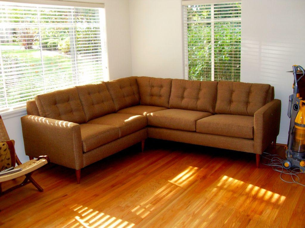 Modern Mid Century Sofa Buying Tips – Traba Homes Pertaining To Mid Century Modern Leather Sectional (Image 11 of 20)
