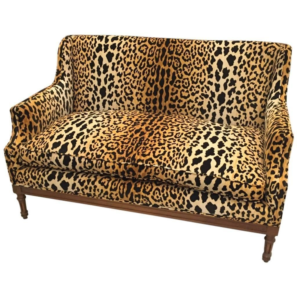 Featured Image of Animal Print Sofas