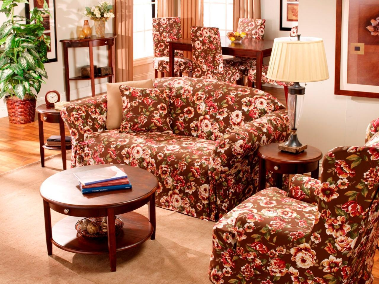 Primitive Living Room With Floral Couch – Carameloffers Throughout Chintz Floral Sofas (Image 20 of 22)