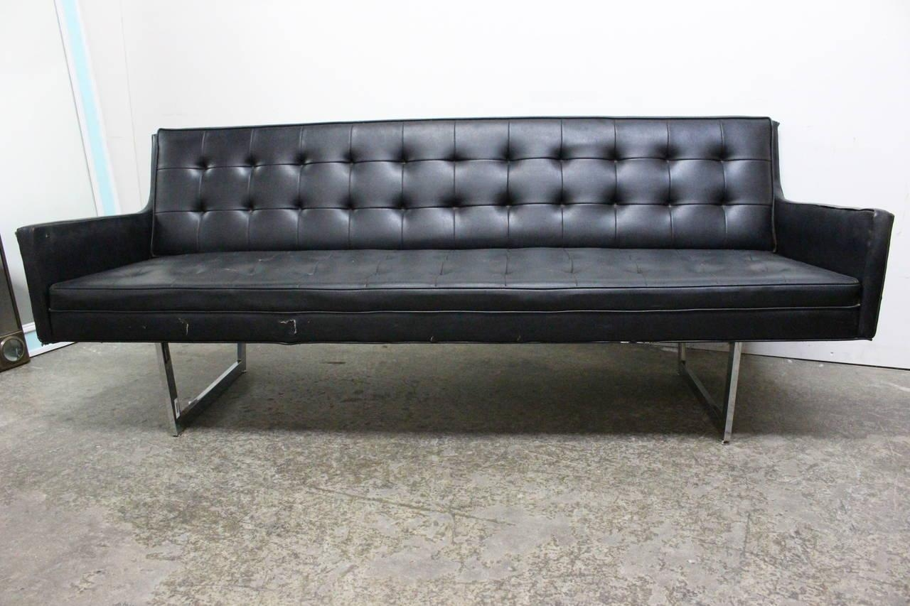 Featured Image of Black Vinyl Sofas