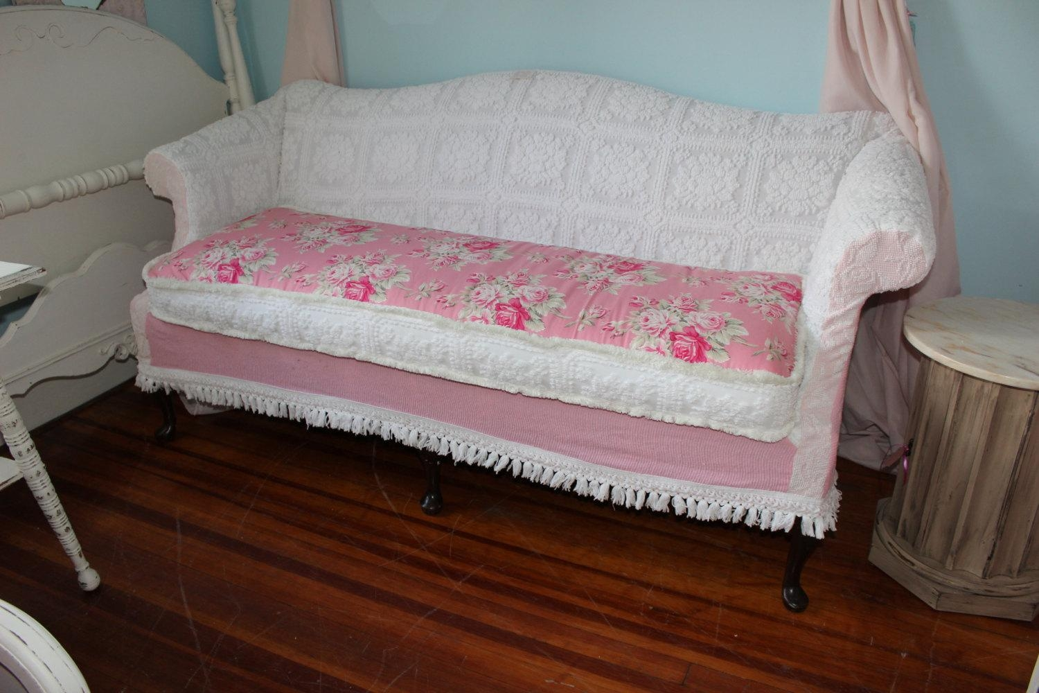 Shabby Chic Sofa (Image 16 of 21)