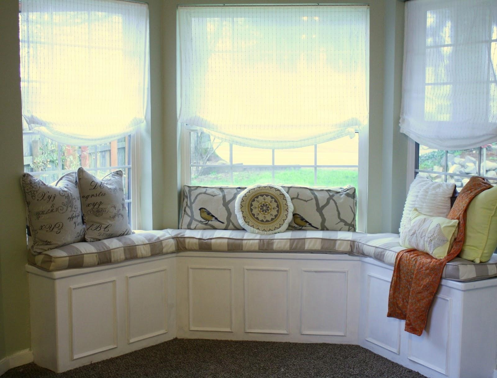 Sofa Bay Window – Artenzo With Regard To Sofas For Bay Window (View 8 of 20)