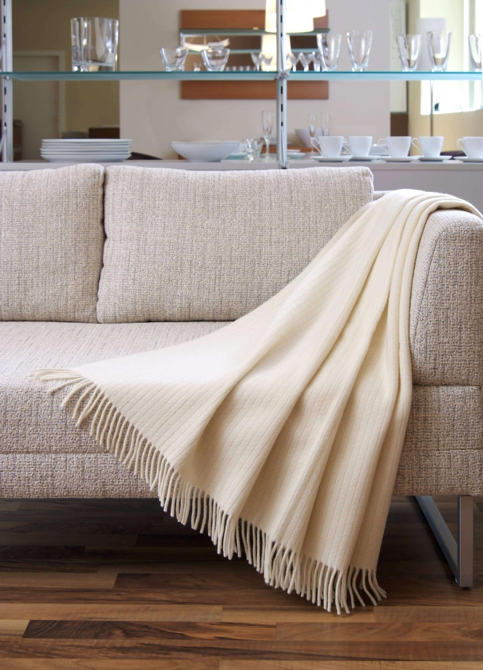 20 top cotton throws for sofas and chairs sofa ideas for Fur throws for sofas