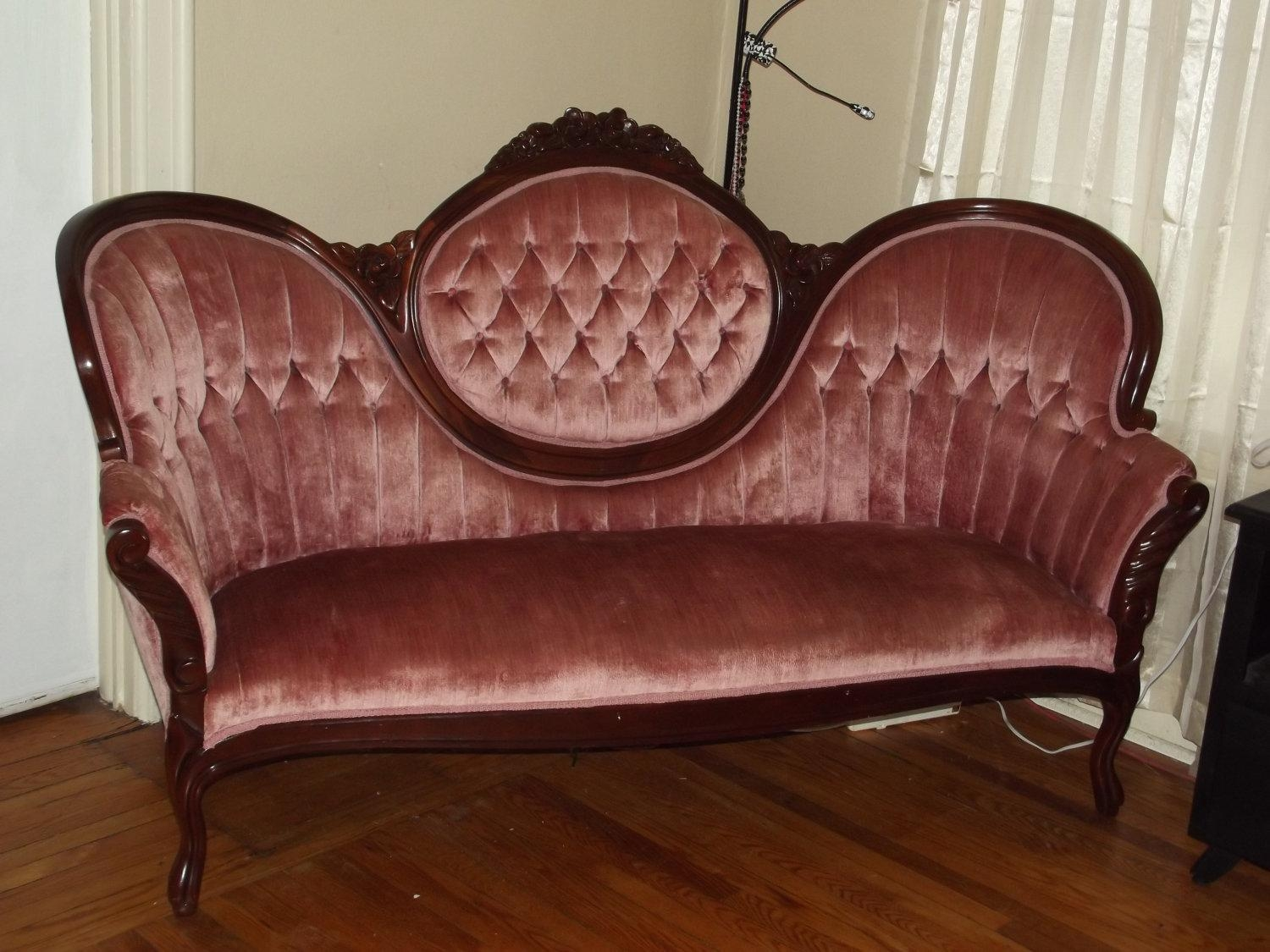 Vintage sofa styles oned chesterfield sofa antique brown thesofa Antique loveseat styles
