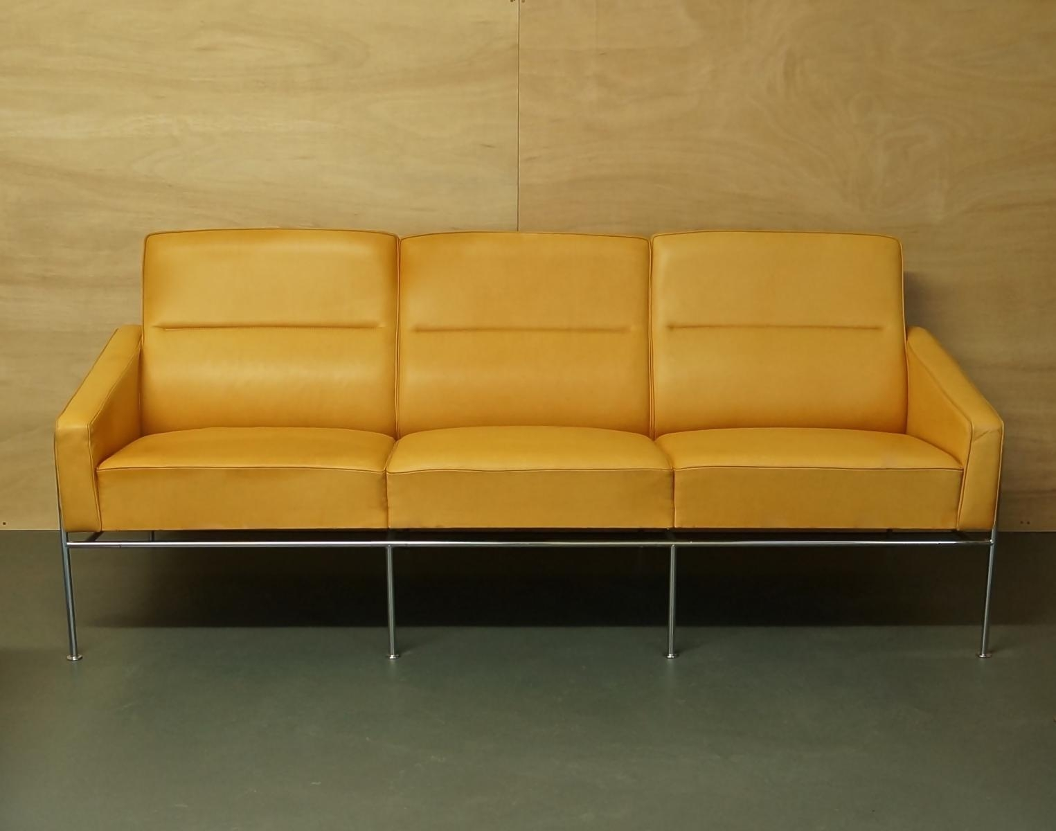 Vintage Light Tan Leather Series 3303 Sofaarne Jacobsen For Throughout Light Tan Leather Sofas (View 9 of 20)