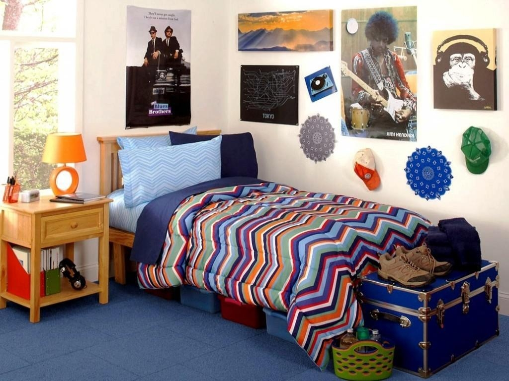 Diy College Dorm Ideas With Cream Wall Color And Gallery Picture Pertaining To College Dorm Wall Art (Image 13 of 20)
