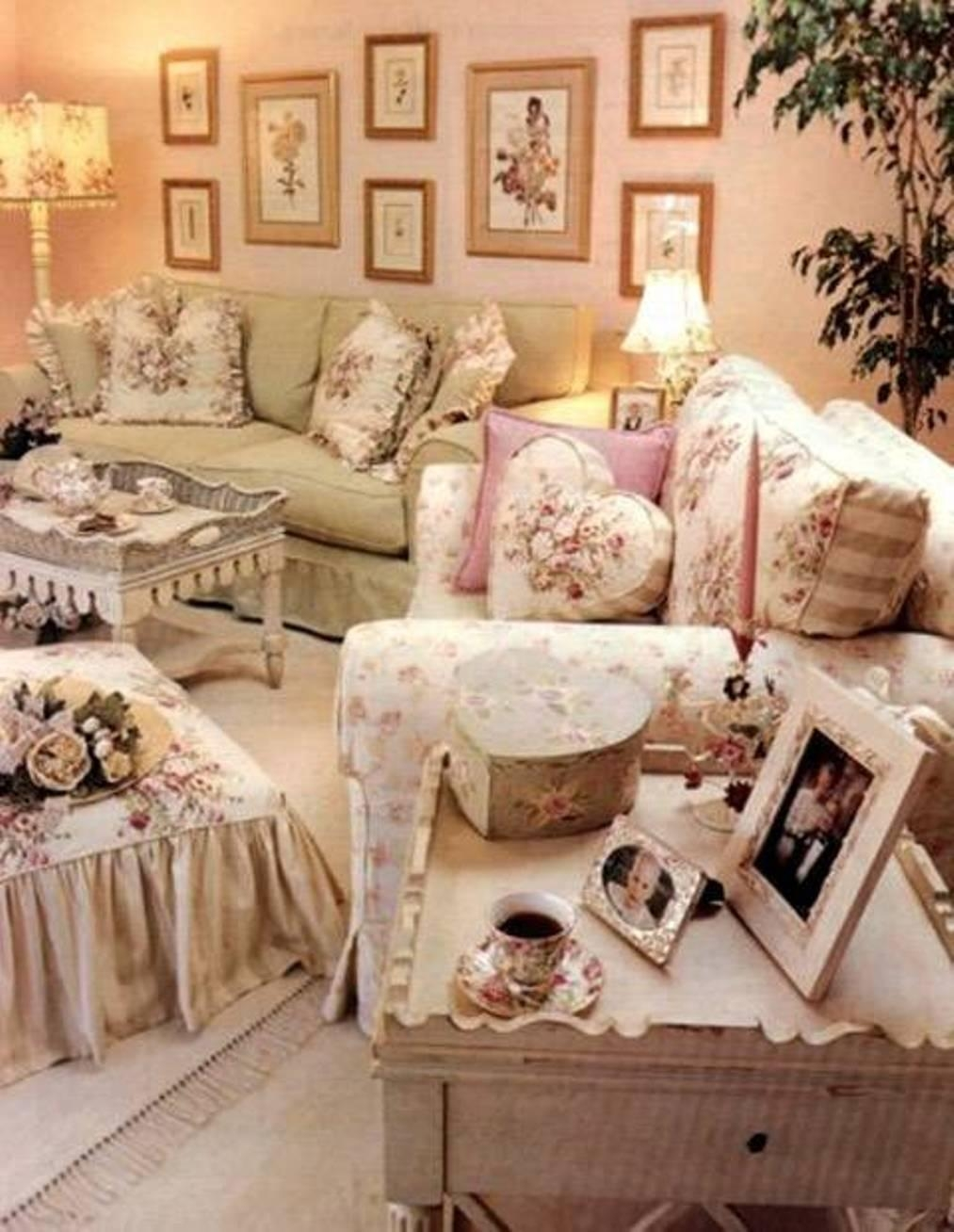 20 ideas of vintage style wall art wall art ideas for Vintage chic living room ideas