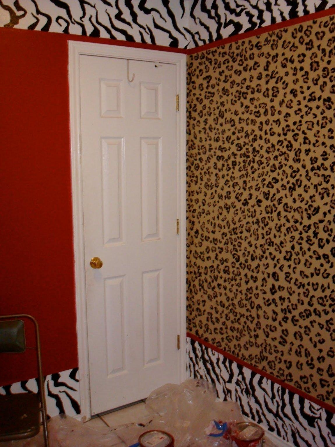 What Colors Go With Leopard Print Bedroom Decor Comforter Pertaining To Leopard Print Wall Art (View 18 of 20)