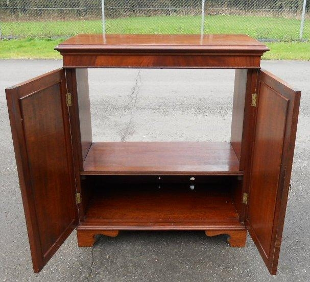 Cabinet In Antique Georgian Style Mahogany Intended For Current Mahogany Tv Cabinets (View 8 of 20)