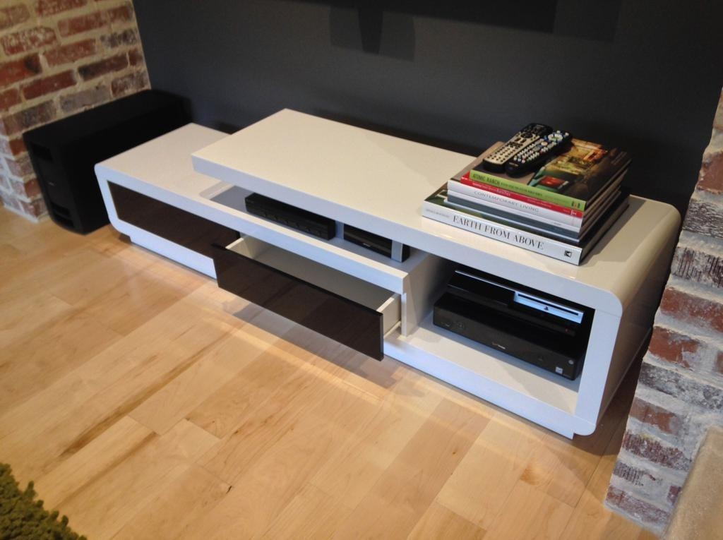 D3033 Modern White Lacquer Tv Stand Throughout Best And Newest Modern White Lacquer Tv Stands (Image 6 of 20)