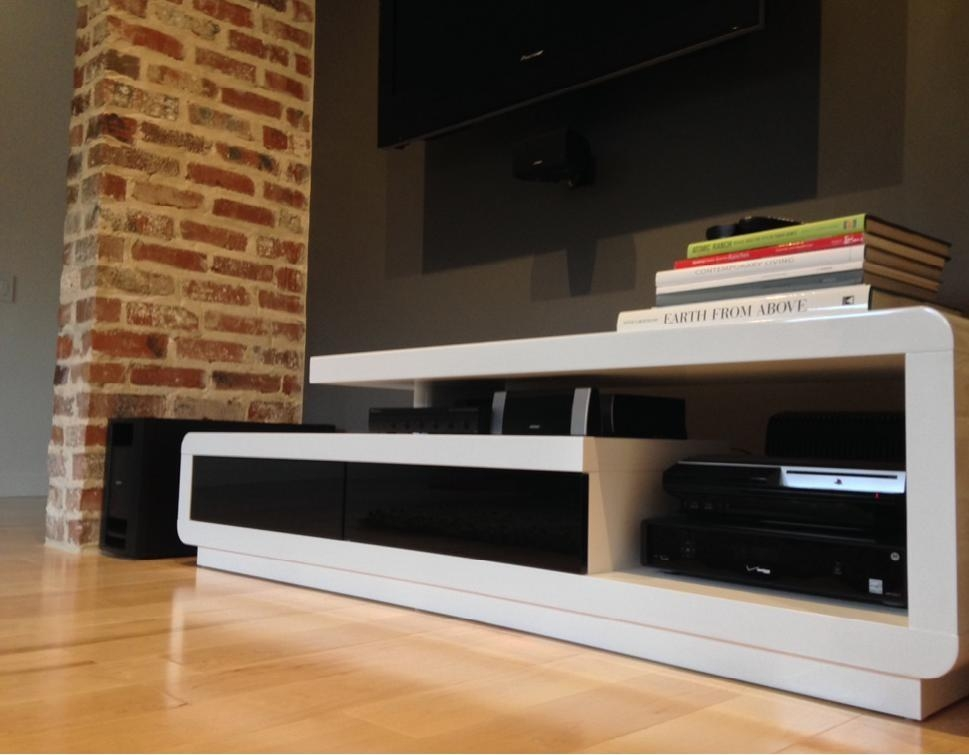 D3033 Modern White Lacquer Tv Stand With Regard To Most Recently Released Modern White Lacquer Tv Stands (Image 8 of 20)