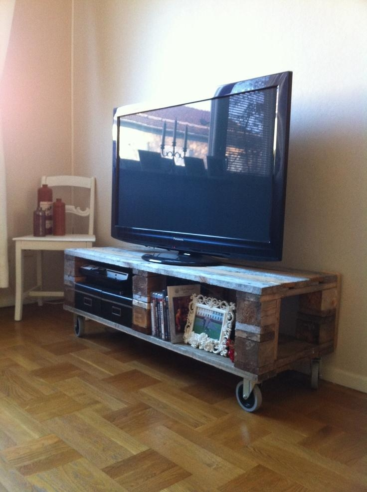 Diy Pallet Tv Stand Omg Yes Look Jaime This Is Our Wheels | Tv With Best And Newest Wooden Tv Stand With Wheels (Image 14 of 20)