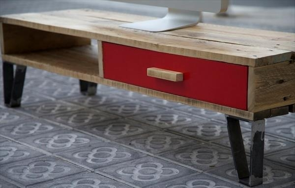 Diy Pallet Tv Stand With Drawer | 101 Pallets Regarding 2018 Red Modern Tv Stands (View 17 of 20)