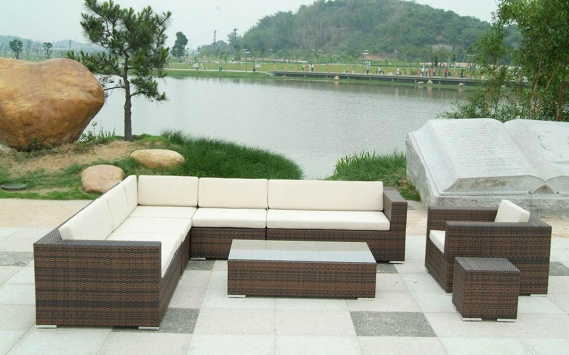 Featured Image of Modern Rattan Sofas