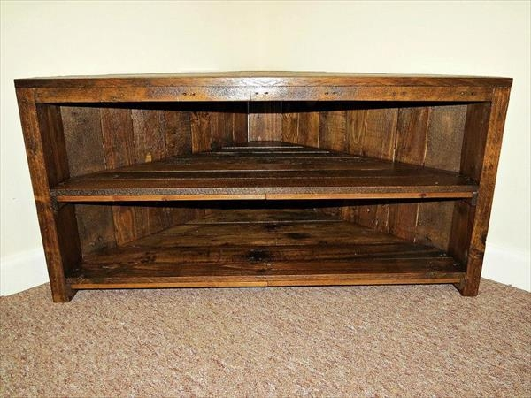 Handmade Pallet Sectional Tv Stand | Pallet Furniture Plans For Most Up To Date Triangular Tv Stands (View 11 of 20)