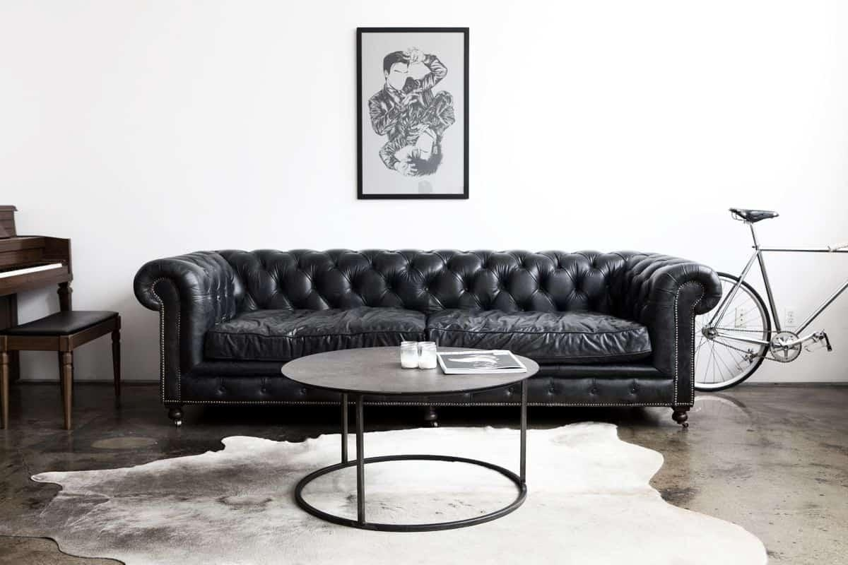 Living Room With Black Chesterfield Sofa And Round Coffee Table In Chesterfield Black Sofas (Image 12 of 20)