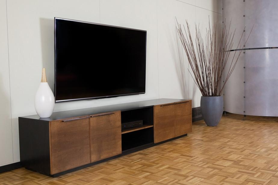 Long Media Console: Make A Stylish Organizer To Your Rooms | Homesfeed Regarding Most Popular Extra Long Tv Stands (Image 14 of 20)