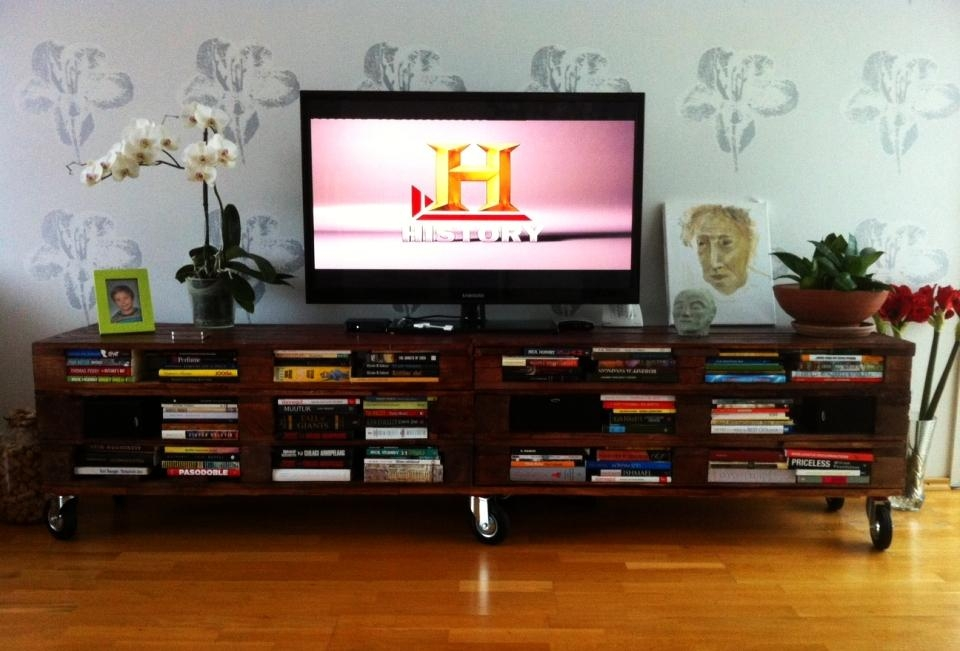 Reclaimed Pallet Tv Stand Doubles As Elegant Bookcase – Homecrux With Most Recent Bookshelf And Tv Stands (Image 14 of 20)