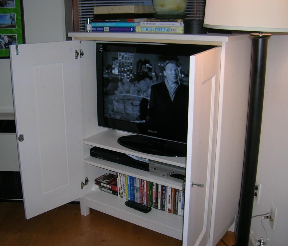 Stylish White Enclosed Tv Cabinets For Flat Screens With Doors Pertaining To Most Up To Date Enclosed Tv Cabinets For Flat Screens With Doors (Image 15 of 20)