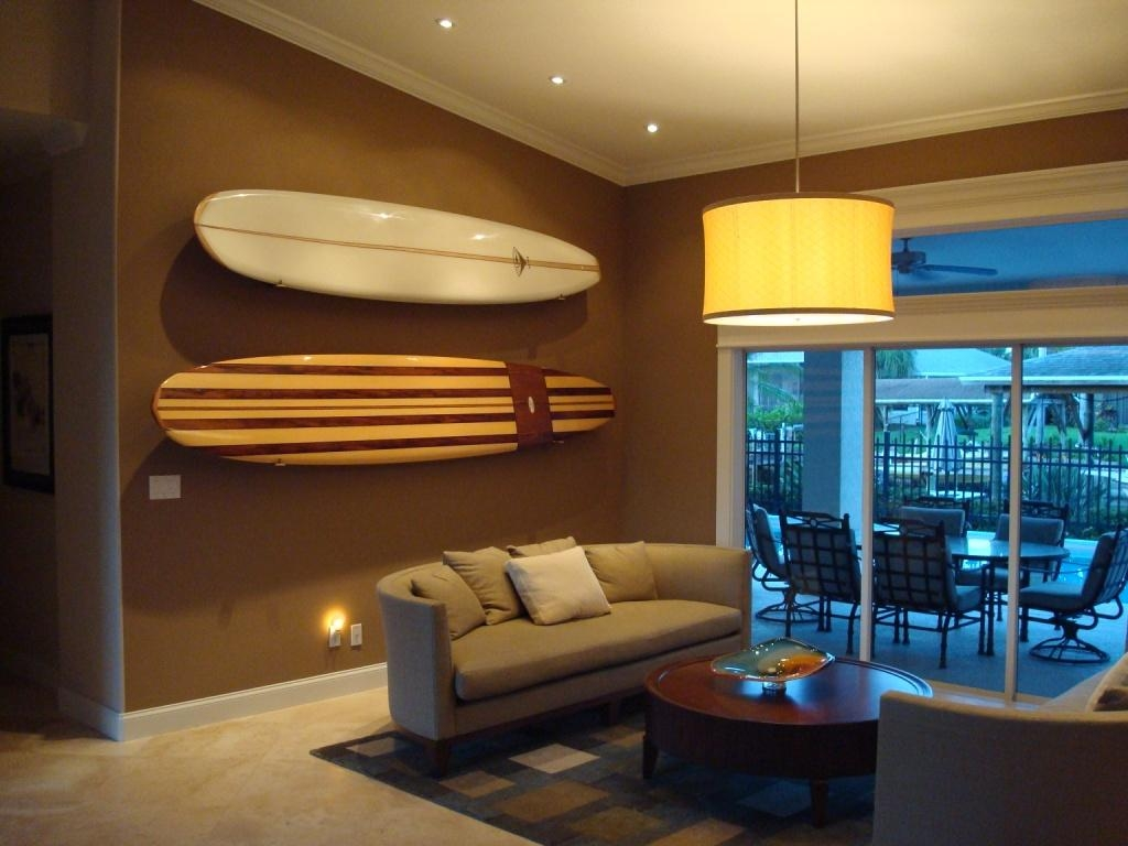 20 photos surf board wall art wall art ideas for Surfboard decor for bedrooms