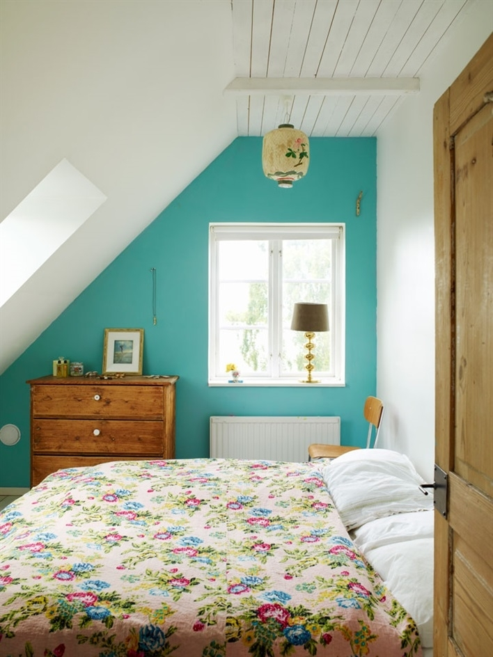 Bed & Breakfast Chez Kerstin Et Johan En Suède | Teal Walls Regarding Wall Accents For Small Bedroom (Image 9 of 15)