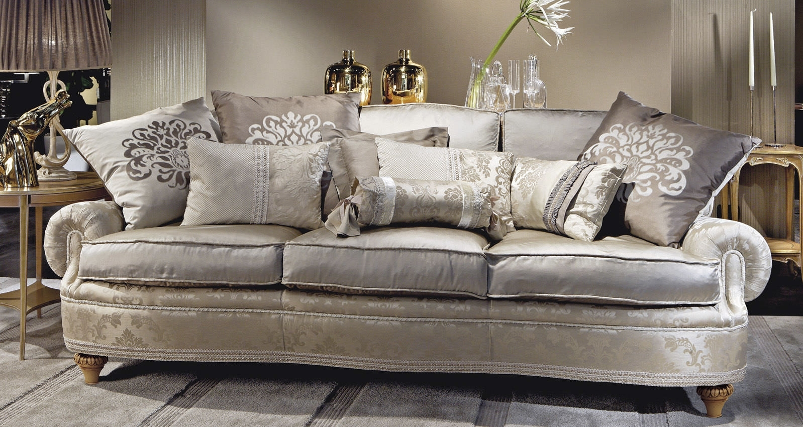 Epic Traditional Sofas 60 For Modern Sofa Inspiration With In Traditional Sofas (Image 4 of 10)