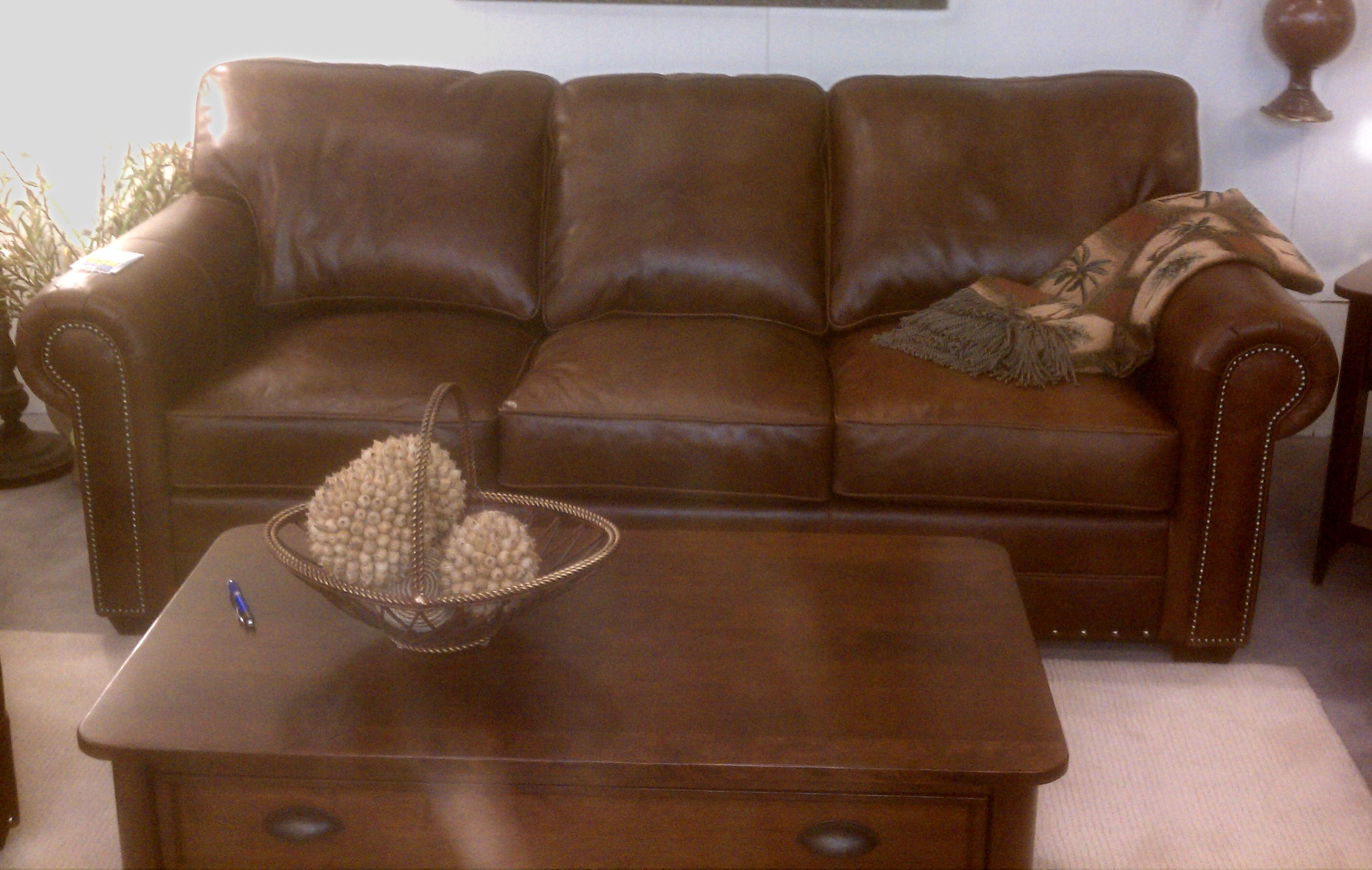 Norwalk Leather Sofa – Radiovannes Within Norwalk Sofas (View 8 of 10)