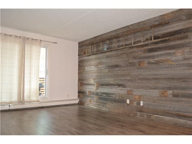 Put Laminate Flooring On The Wall Real Wood Laminate Flooring Regarding Wall Accents With Laminate Flooring (Image 11 of 15)