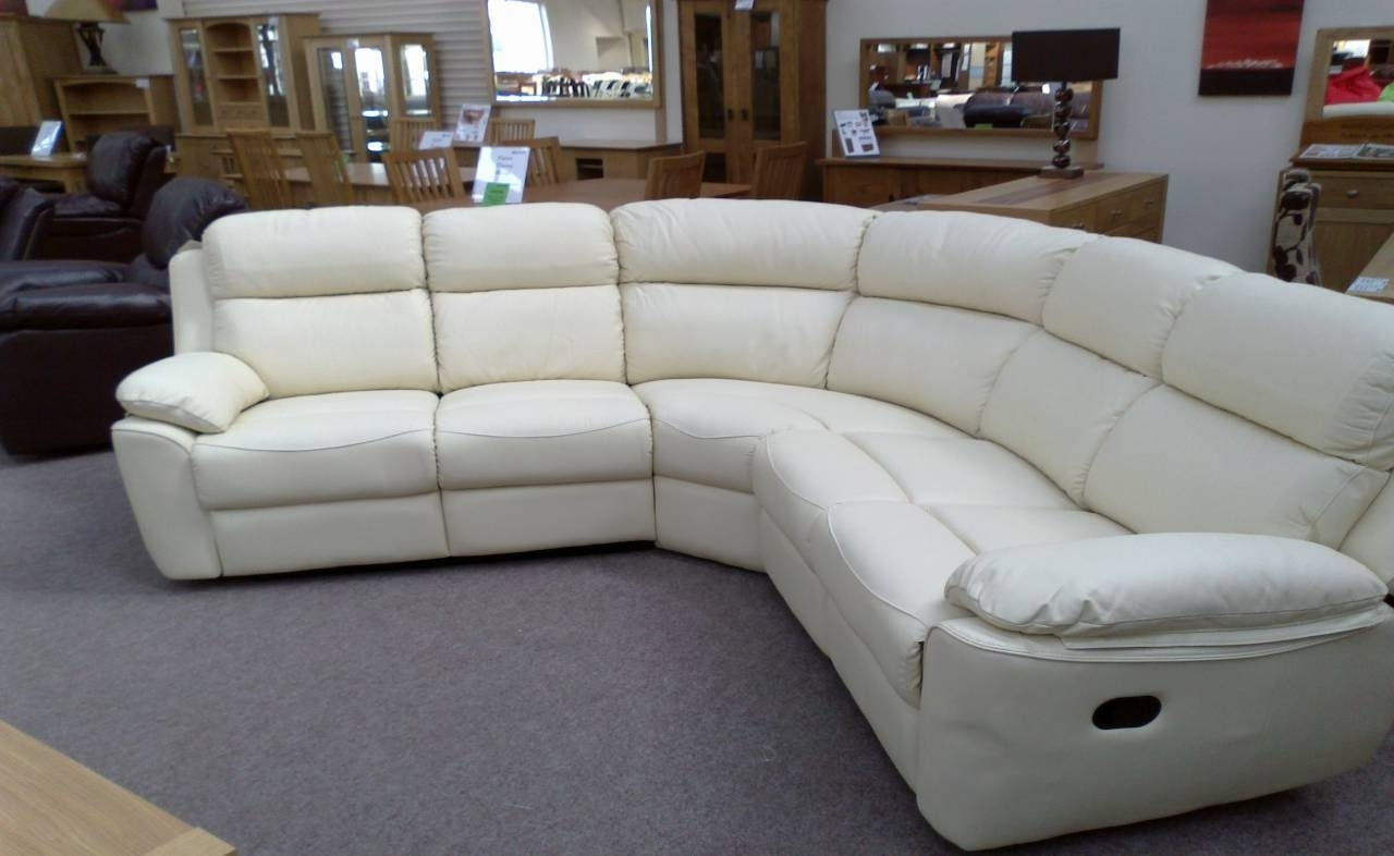 Featured Image of Rounded Corner Sectional Sofas