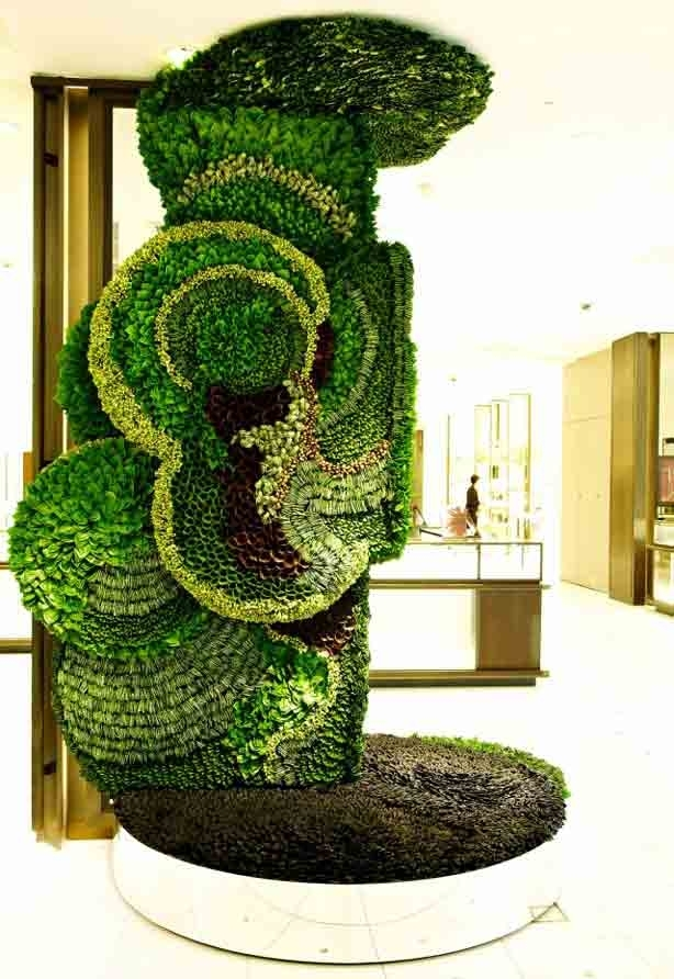 Green Walls And Living Sculpture Blend Art And Fashion – Urban Gardens Throughout Living Wall Art (Image 10 of 25)