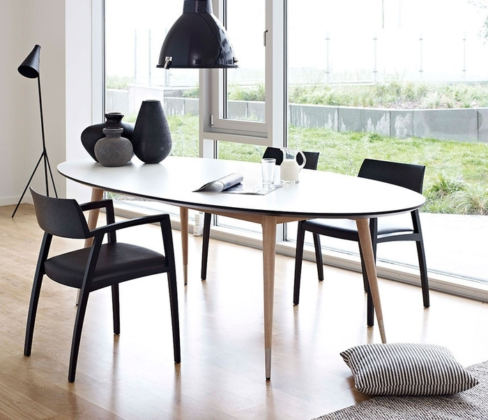 4. Round Dining Room Table Seats 10 White Oval Dining Table Modern For White Oval Extending Dining Tables (Photo 7 of 25)