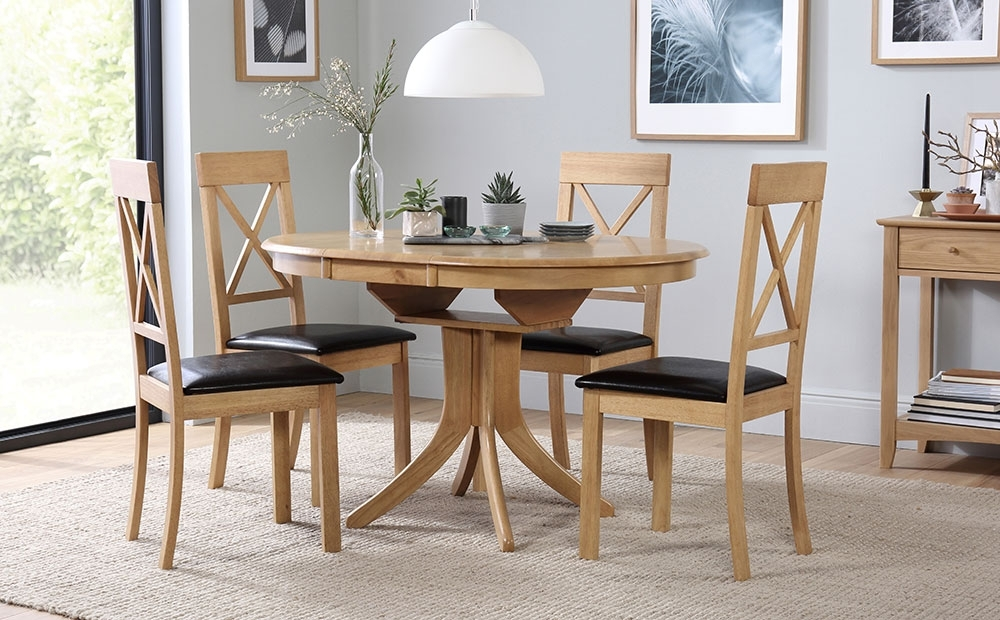 Hudson & Kendal Round Extending Oak Dining Table & 4 6 Chairs Set Regarding Extending Oak Dining Tables And Chairs (View 20 of 25)