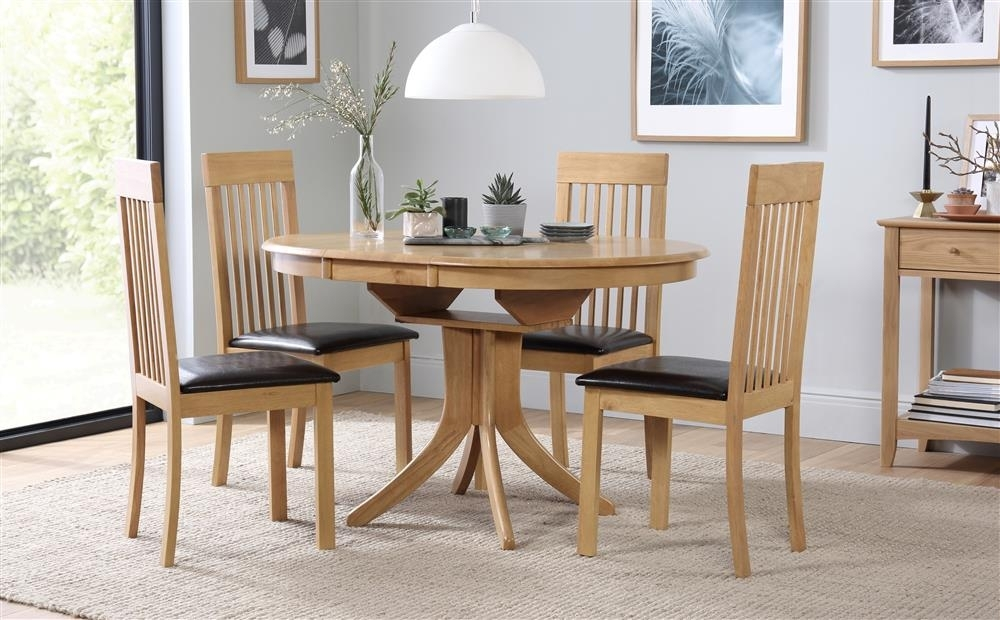 Hudson & Oxford Round Extending Oak Dining Table And 4 6 Chairs Set For Extendable Oak Dining Tables And Chairs (View 20 of 25)