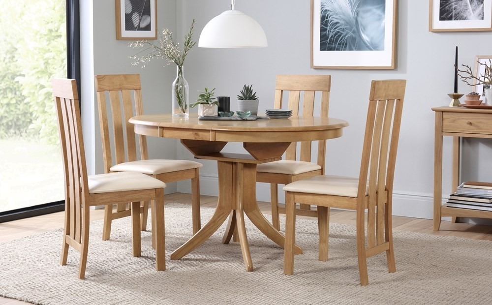 Hudson Round Oak Extending Dining Table With 4 Chester Chairs (Ivory Throughout Oak Extending Dining Tables And 4 Chairs (Image 10 of 25)