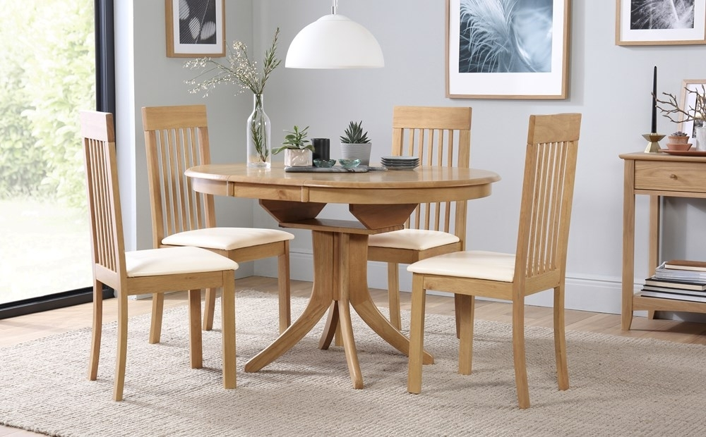 Hudson Round Oak Extending Dining Table With 4 Oxford Ivory Chairs for Hudson Round Dining Tables