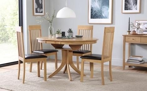 Hudson Round Oak Extending Dining Table With 4 Oxford Ivory Chairs Throughout Extending Dining Table Sets (View 3 of 25)